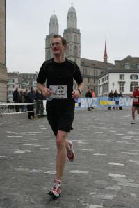 2007: Mein erster Marathon, gelaufen in 2h 46. Ohne es zu wissen: schon damals auf der zukünftigen Strecke der EM in Zürich.