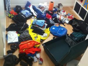 Packen kann ganz schön anstrengend sein. Darum lieber einen Tag vor dem Wettkampf erledigen.